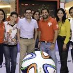 1. Vielka Guzmán, Ivonne Acosta, Carlos Peñaherrera, Michelle Rodríguez, Henry Morales, Silvia Rosales y Yasser Mármol