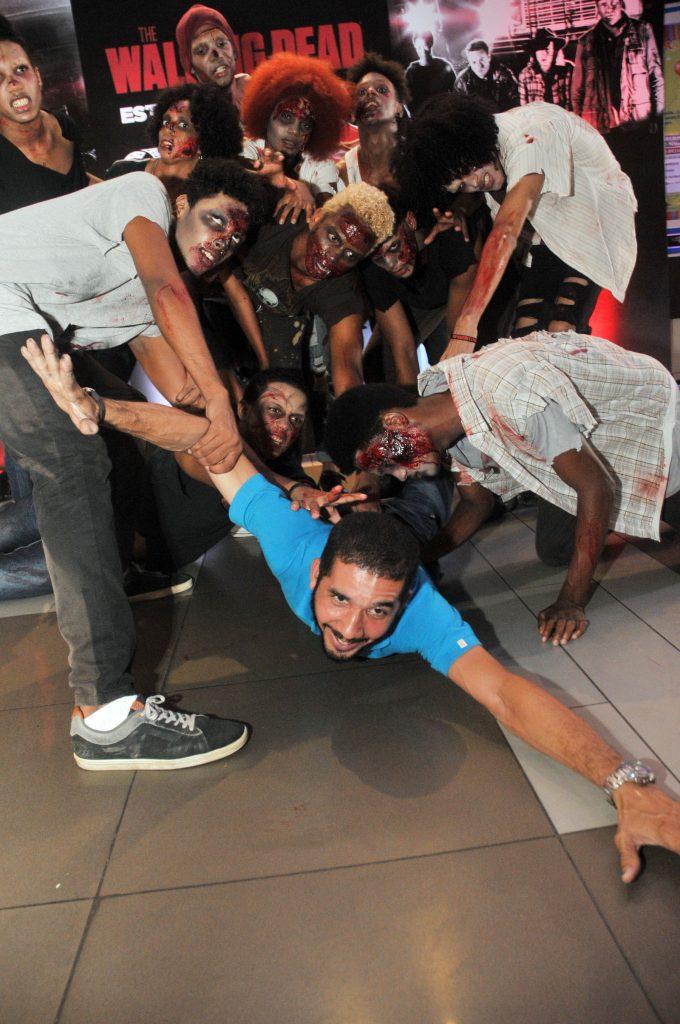 13-los-zombies-atacando