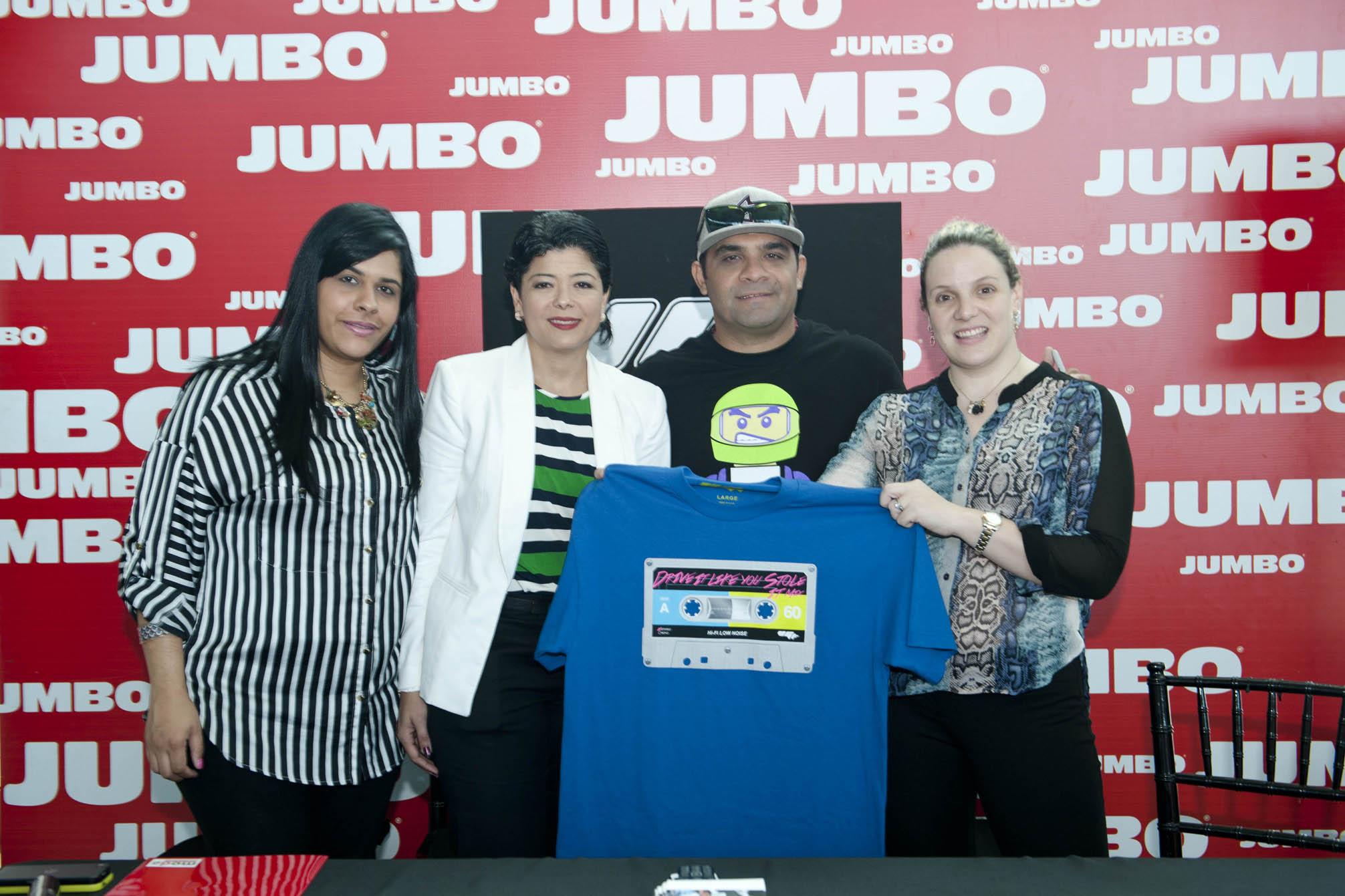 Jumbo presenta colección camisetas del corredor de autos Víctor González