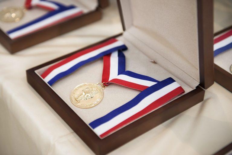 Centro Cuesta Nacional recibe Medalla de Honor al Mérito por parte de la Asociacón Dominicana de Hacendados y Agricultores