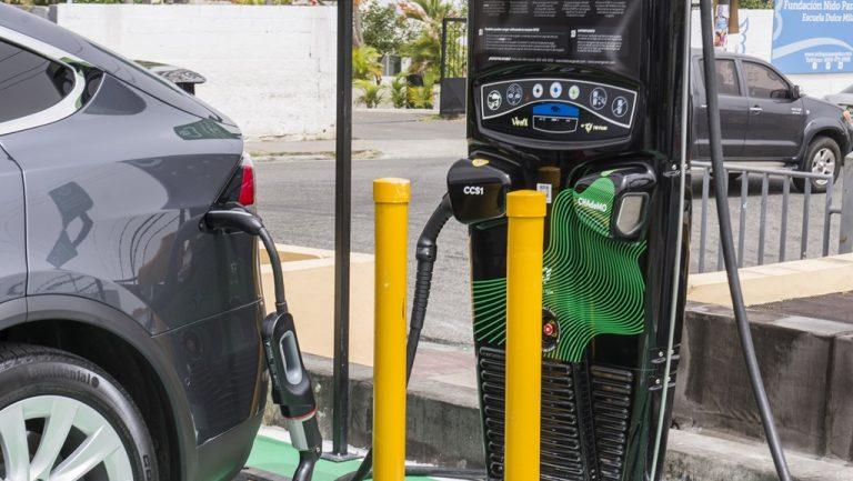 CCN se compromete con la energía limpia y facilita estaciones de carga de vehículos eléctricos para sus clientes