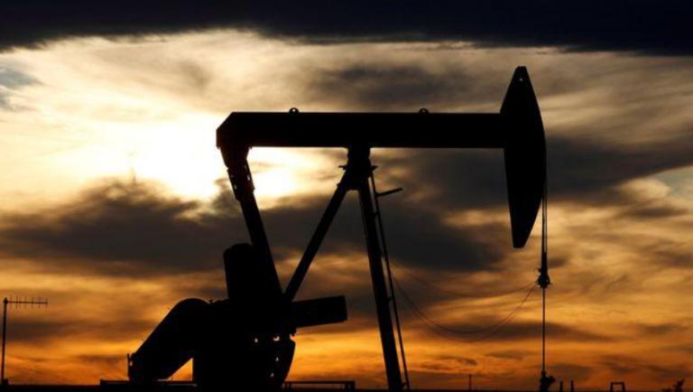 El petróleo cae más del 4% a medida que aumentan los casos de virus